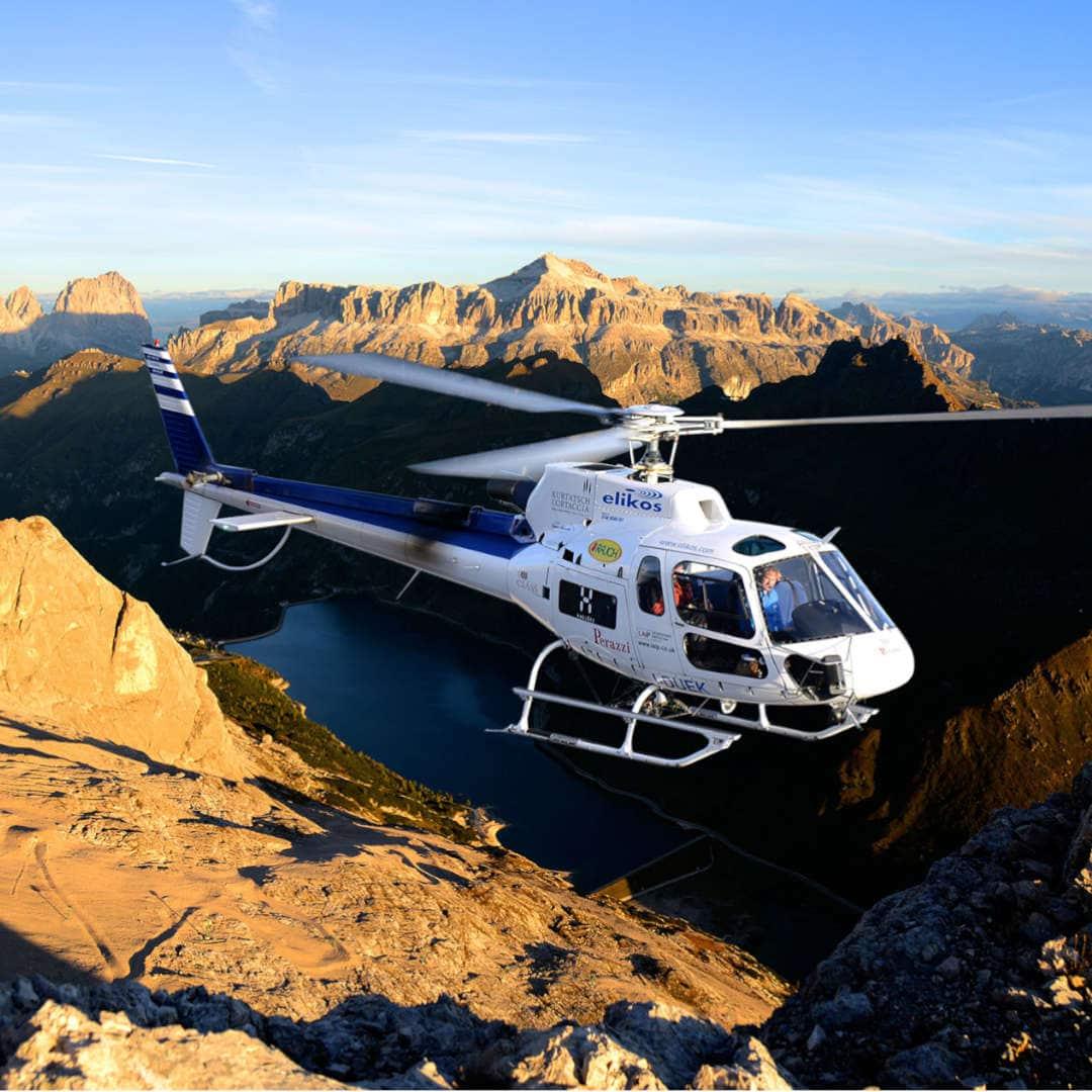 volo in elocottero sopra le Dolomiti