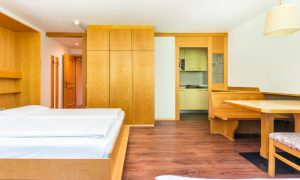 camera appartamento per 5 persone Ambiez di Residence Hotels
