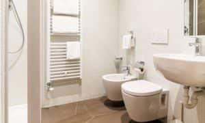 bagno appartamento per 5 persone Ambiez di Residence Hotels