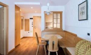 soggiorno appartamento con camera da letto