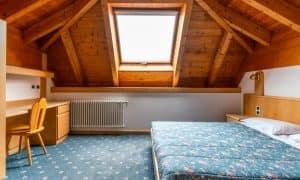 camera da letto in appartamento su due livelli
