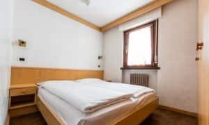 camera da letto appartamento per 5 persone a Canazei