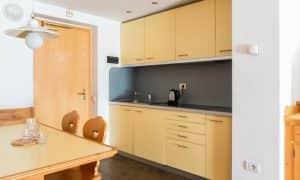 cucina Appartamento con una camera da letto, balcone e 2 bagni