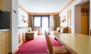 soggiorno Appartamento con una camera da letto, balcone e 2 bagni