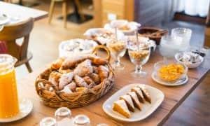 Colazione al Residence Lastei, succhi e dolci