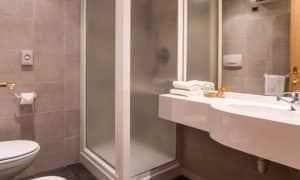bagno camera matrimoniale Garni Aritz B&B