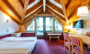 Appartamento con una camera da letto in mansarda