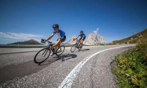 Sellaronda bike day. Conquista i passi dolomitici in sella alla tua bici sulle strade libere dal traffico.