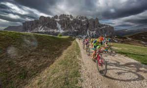 mountain bikers vista dolomiti
